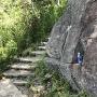 本丸下の岩の切り込み