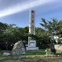 シャクシャイン像とスカルの塔