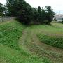 本丸西側の三日月形水堀跡