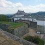 五番門と土塀と備中櫓(天守台から)