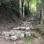 東門へ登る石段