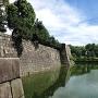 西橋から内堀と天守台石垣