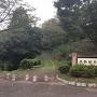 佐敷城への入口と石碑