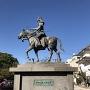 戸田氏鉄公銅像 (横から)