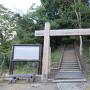 登山口の冠木門