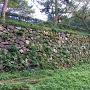 一部に残る石垣。