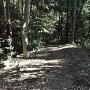 土塁上の道