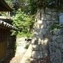 妙見神社裏の石垣(向かって右側)