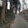 大手口から天野坂を登りきった桝形虎口