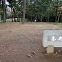 「本丸跡」石碑