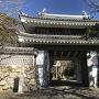 桜門と城址碑