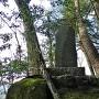 八幡郭に建つ城跡碑