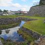 水堀と本丸下石垣