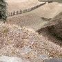 堀と畝と土塁(三の曲輪より)
