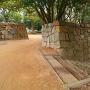 真ノ門跡の外から桜堀方向への階段