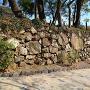 御成櫓跡石垣と大手道