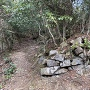 石積跡@登城路脇(井戸跡付近)