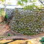 本丸西埋門跡から北に繋がる石垣