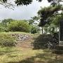 城跡碑と模擬石垣