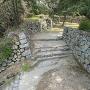 武具庫跡から見た本丸登城口