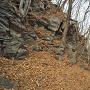 石を切り出したと思われる岩場