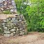 水の手門跡と水の手門脇曲輪石垣(東側)
