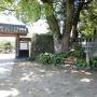 神社横の石垣
