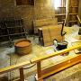 復元された鍛冶工房内部
