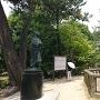 清洲公園内の信長と濃姫像