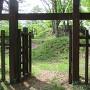 冠木門と主郭