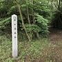道案内の石碑(野球場南側)