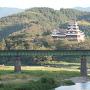 天守と鉄橋(阿蔵地区から)