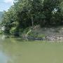 南西側水堀と土塁