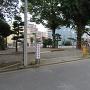 城址碑隣の厚木神社にある参拝時駐車場