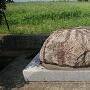 倒壊した石碑の土台