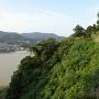 本丸の石垣と熊野川