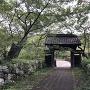 問屋門と桜雲橋