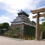 天守と鳥居(八坂神社)