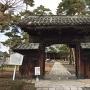正覚寺山門(旧府中城表門)<35.902091,136.163485>