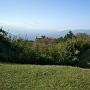 二の曲輪から見た三の曲輪と堀切、富士山