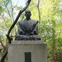 龍潭寺内三成公像