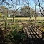 諏訪曲輪から望む 橋がかかる掘 本丸跡