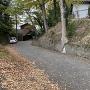 城内、別所氏首塚への道