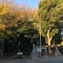 鬼門を守る「山神社」に城址案内板あり