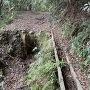 林道の崩落箇所
