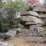 城内の摩崖仏(最高所曲輪-南の曲輪間の堀切)