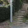 下の登り口の階段