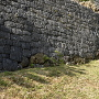 三の郭の石垣(最下部のみ現存)