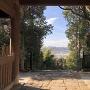 長寿院楼門から見た彦根城