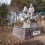 本丸跡に建つ別所長治公の石像